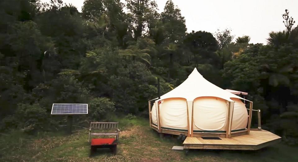 Vennene lo da han sa opp leiligheten for å bo i et telt, men